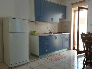 Apartment Blue, Pakostane