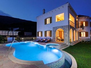 Very Nice Holiday Villa Near Zlatni Rat Beach Brac, Bol