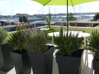 SUPERBE T2 TERRASSE 45 M2 VUE PORT WIFI PARKING