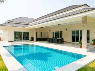 3 Bedrooms Villa for Rent, Cha-am