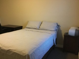 Two Cozy Rooms (1 Twin, 1 Double) Sleeps three., Kitchener