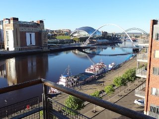 Funky contemporary quayside pad with superb view, Newcastle upon Tyne