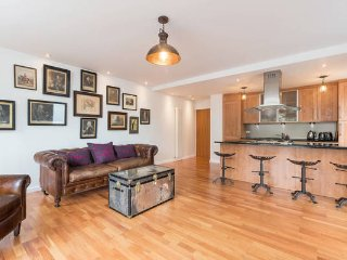 Royal Mile, Old Town, Holyrood road, City Centre, 5* Apartment, secure parking, Edimburgo