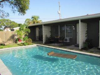 FIVE WILTON FLATS 2 bed/1 bath, pool, screen porch