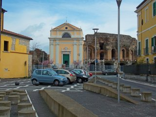 Lollo's Next to the Roman Theatre