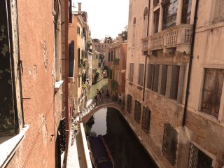 BALCONE SUL CANALE, Venice