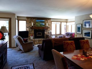 Beautiful 3B2Ba with view of Sherwin Mountains, Mammoth Lakes