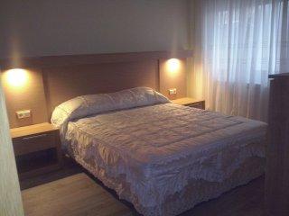 Dormitorio blanco, cama de 150