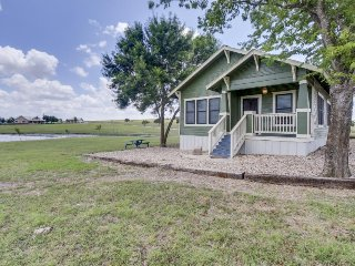 Serene setting in countryside, but close to downtown Austin