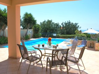 Poseidon Prestigious 4 bedrm - Large Pool  Privacy, Pafos