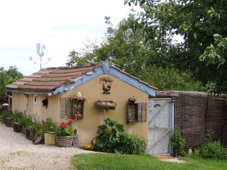 LE POULAILLER VERY COSY  THE HEN HUT OPEN ALL YEAR