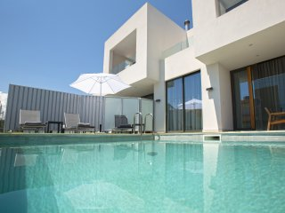 Stylish S&K(K) Villa 200m from the Beach, Chania Town