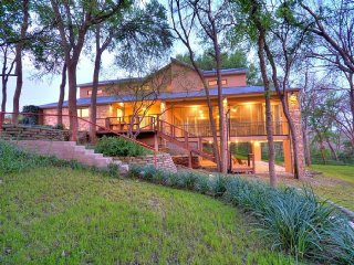 Stunning 5/5 vacation home, Private River access, Martindale
