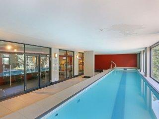Modern 2 bed serviced apt, pool, gym, views & more