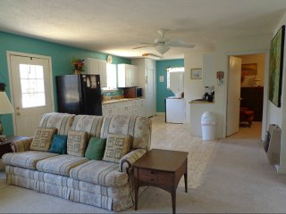 Beautiful 3 Bedroom Home Just 2.5 miles from beach