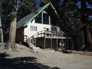 Large slopeside cabin Ski in / Ski out Chalet #16, Mammoth Lakes