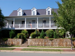 Spacious Suite in Mountain Retreat, Crozet