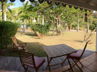 COSY ROMANTIC UNIT 2 STEPS FROM THE SHORE, Anse Marcel