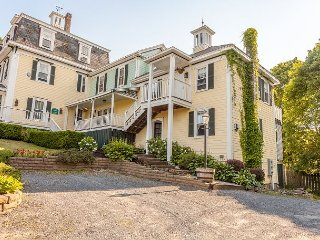 Captain's Quarters - Apt at Harbor House Inn, Ocean Views, Breakfast included, Boothbay Harbor