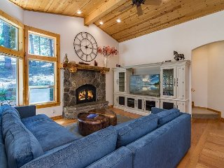 Wooded Luxury at Tahoe Donner with Private Deck in the Pines, Truckee