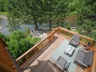 Creek Front Cabin sleeps 4. 30 min. from Missoula, Huson