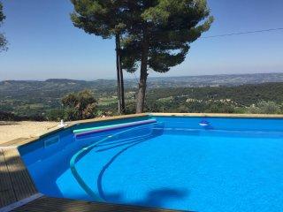 Vue panoramique, calme absolu entre pins et vignes, Puymeras
