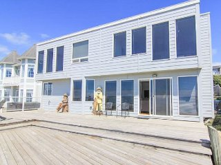 Breathtaking Views from this Six-Bedroom Oceanfront Beauty!, Lincoln City