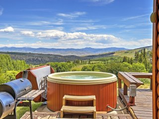 4BR Gore Pass Kremmling Cabin w/Hot Tub & Views