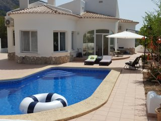 Casa de tranquilidad. A beautiful renovated villa, Jalon