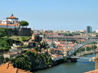 Lovely River View Penthouse & Garage, Oporto