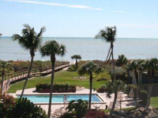 Stunning Remodel, Direct Oceanfront View, Isla de Sanibel