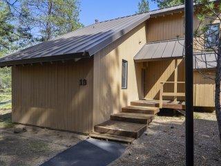 Cluster Cabin 19