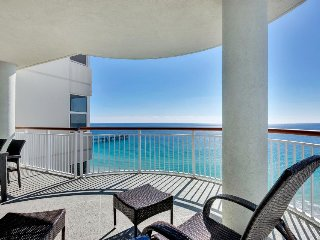 Oceanfront condo with sweeping views, jetted tub, shared tennis and pool!, Navarre