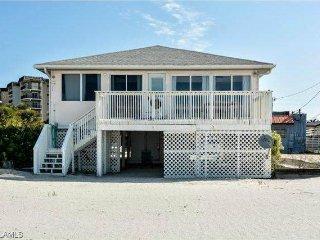 Beachshore  Cottage, 3 Bedrooms, WiFi, Sleeps 7, Fort Myers Beach