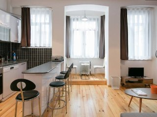 NEW & BEATIFUL FLAT @ the HEART of TAKSIM, Estambul