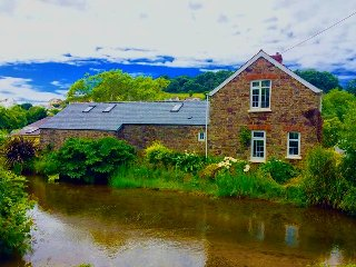 2 Bed Riverside Stone Cottage, Braunton - 3 miles from Beach