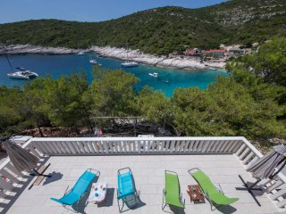 Seafront romantic vacation - MOLO TROVNA N