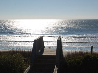 OCEAN FRONT-hot tub/pool 5BR Great reviews!, Topsail Beach