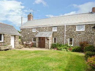 TYVOUNDER, granite cottage, woodburner, pet-friendly, close to beaches, Porthcurno, Penzance, Ref 935841