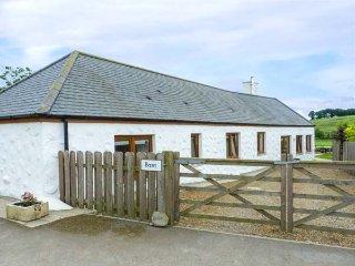 DRUMFAD BARN, all ground floor, lawned garden, pet-friendly, countryside views, Port William, Ref 939510