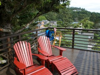 KNOTTY PINE OCEAN VIEW CABIN- PET FRIENDLY- WIFI- STEPS TO THE BEACH!