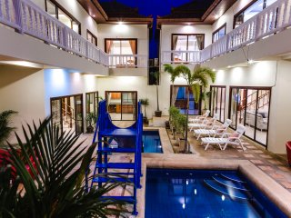 8bdr Avoca Pool Villa, pool & slide, Pattaya