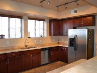 Spacious Chandler Escape Near Shopping, Great Food