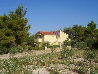 House Ivas, Milna