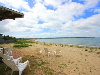GOLLB - Waterfront, Private Beach, Gorgeous Water Views, Room AC, Wifi