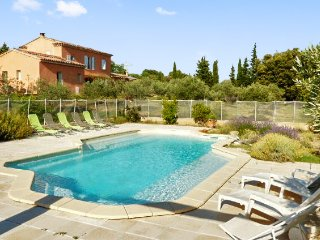 Spacious house with swimming pool, Cucuron
