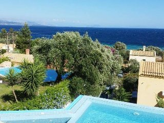 Aeolos Luxury villa by the sea with private pool