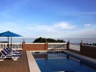 STUNNING 3 BED VILLA WITH PRIVATE POOL FRIGILIANA, Nerja