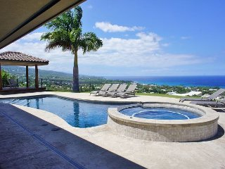 "Lani Ahe - ""Heavenly Breezes"" with Divine 180 Degree Ocean Views!, Kailua-Kona"