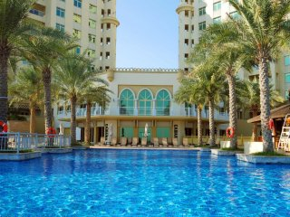 Palm Jumeirah apartment right on the beach